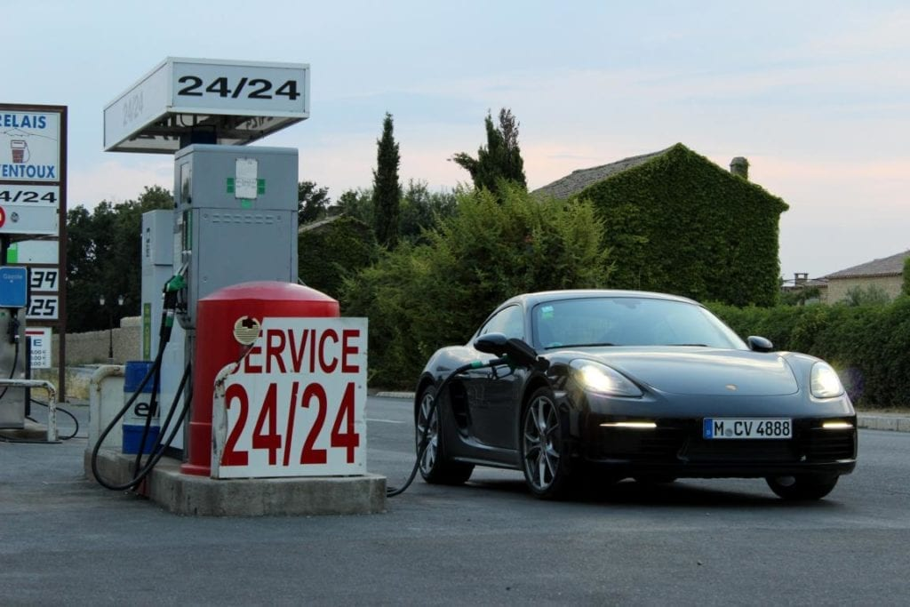 Porsche 718 Cayman Tankstelle