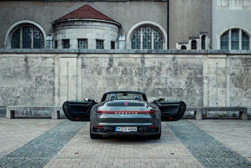 Porsche-911-Carrea-s-cabrio-hinten-durchgezogene-led