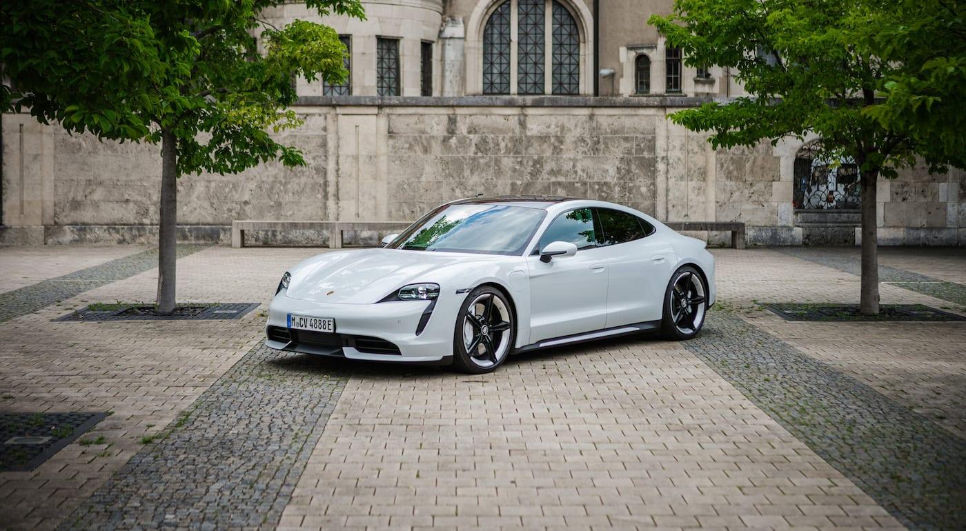 Porsche Taycan Turbo in weiß zu mieten