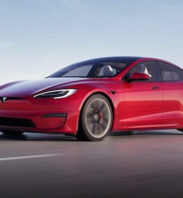 Tesla Model S in rot
