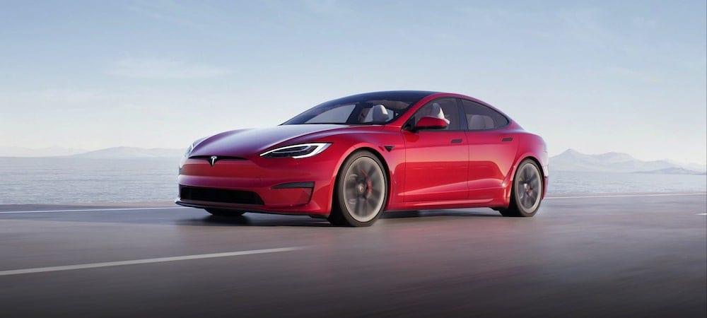 Tesla Model S in rot